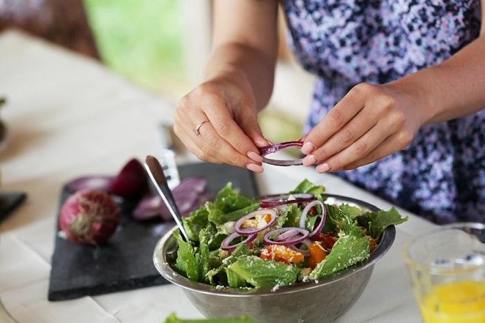 woman preparing a garden salad